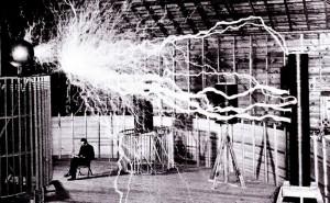 Μια δημόσια επίδειξη του Νίκολα Τέσλα στο εργαστήριό του στο Colorado Springs